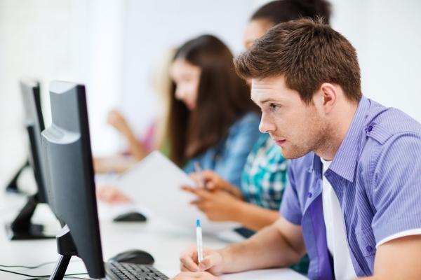 Aanbod voor (tijdelijk) werklozen: werk aan je digitale vaardigheden